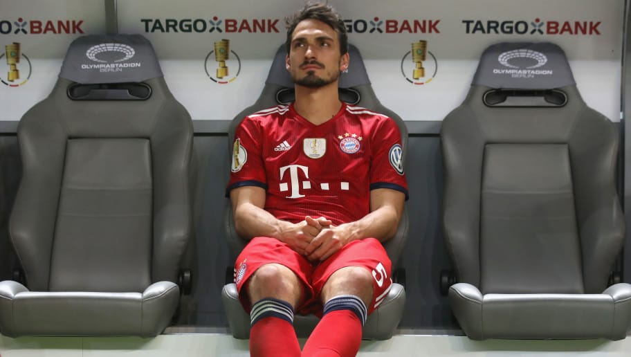 BERLIN, GERMANY - MAY 19:  Mats Hummels of Bayern Muenchen looks dejected after losing the DFB Cup final against Eintracht Frankfurt at Olympiastadion on May 19, 2018 in Berlin, Germany.  (Photo by Alexander Hassenstein/Bongarts/Getty Images)