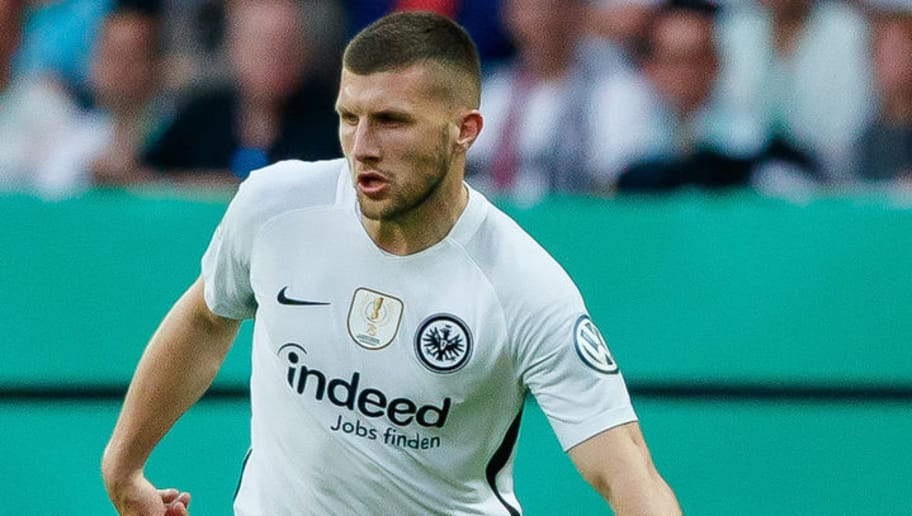 BERLIN, GERMANY - MAY 19: Ante Rebic of Frankfurt controls the ball during the DFB Cup final between Bayern Muenchen and Eintracht Frankfurt at Olympiastadion on May 19, 2018 in Berlin, Germany. (Photo by TF-Images/Getty Images)