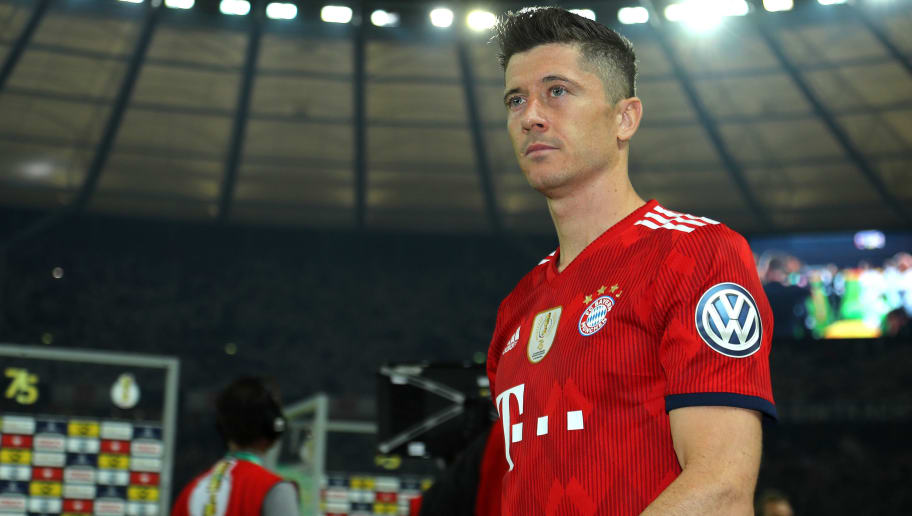 BERLIN, GERMANY - MAY 19: Robert Lewandowski of Bayern Muenchen looks dejected after the DFB Cup final between Bayern Muenchen and Eintracht Frankfurt at Olympiastadion on May 19, 2018 in Berlin, Germany. (Photo by TF-Images/Getty Images)