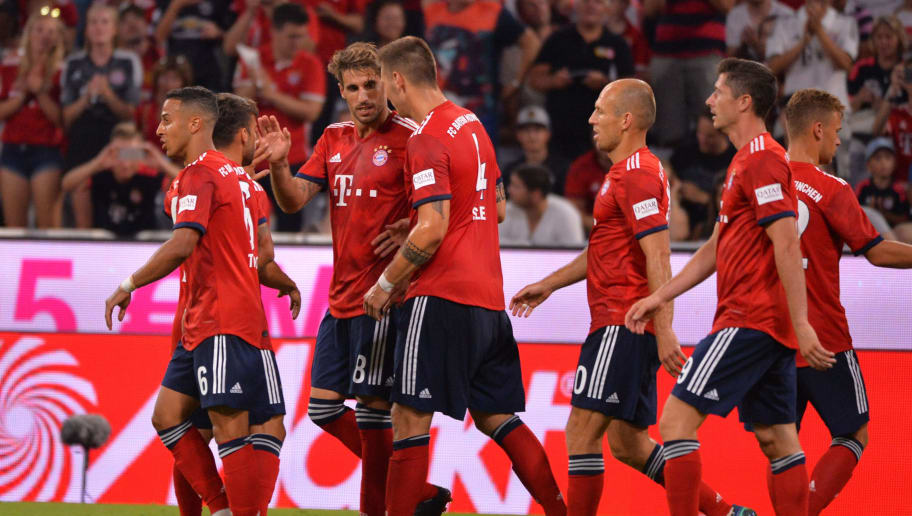 MUNICH, GERMANY - AUGUST 05: Javi Martinez of Bayern Muenchen celebrates after scoring his team`s first goal with team mates during the friendly match between Bayern Muenchen and Manchester United at Allianz Arena on August 5, 2018 in Munich, Germany. (Photo by TF-Images/Getty Images)