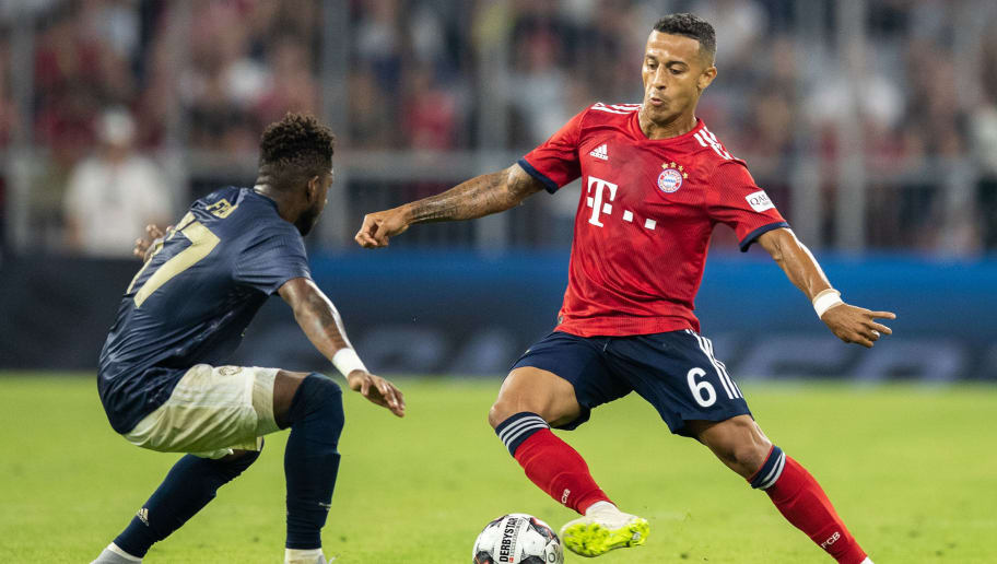 MUNICH, GERMANY - AUGUST 05: Thiago Alcantara of FC Bayern Muenchen is challenged by Fred of Manchester United during the friendly match between Bayern Muenchen and Manchester United at Allianz Arena on August 5, 2018 in Munich, Germany. (Photo by Boris Streubel/Getty Images)
