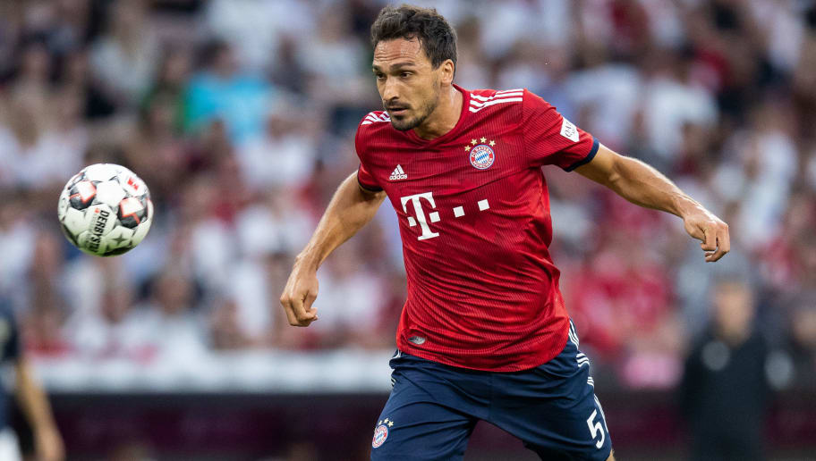 MUNICH, GERMANY - AUGUST 05: Mats Hummels of FC Bayern Muenchen controls the ball during the friendly match between Bayern Muenchen and Manchester United at Allianz Arena on August 5, 2018 in Munich, Germany. (Photo by Boris Streubel/Getty Images)