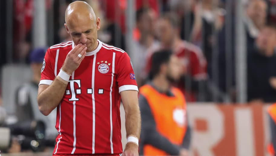 MUNICH, GERMANY - APRIL 25:  Arjen Robben of Muenchen reacts as he leaves the field of play after getting  injured during the UEFA Champions League Semi Final First Leg match between Bayern Muenchen and Real Madrid at the Allianz Arena on April 25, 2018 in Munich, Germany.  (Photo by Alexander Hassenstein/Bongarts/Getty Images)