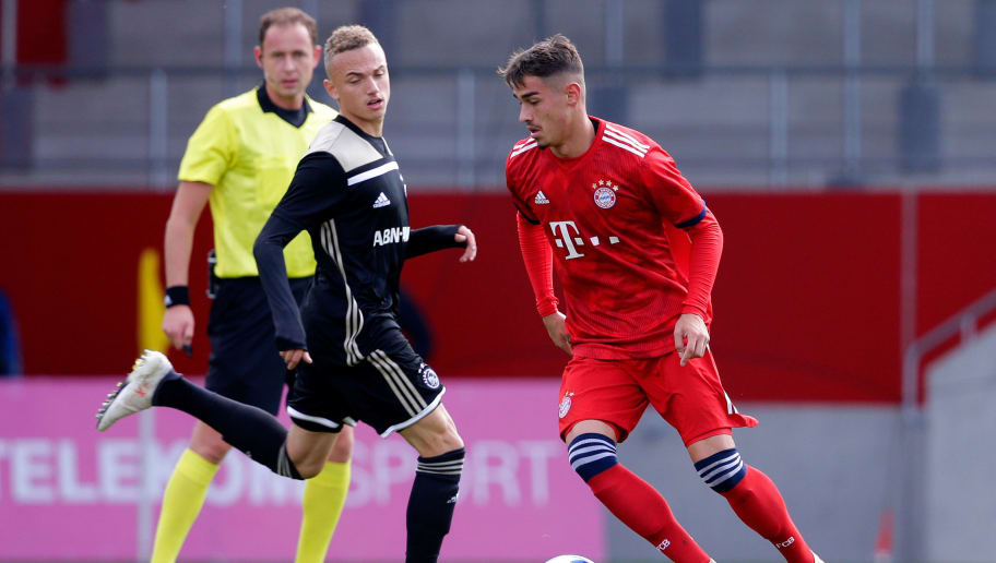 MUNCHEN, GERMANY - OCTOBER 2: (L-R) Noa Lang of Ajax U19, Meritan Shabani of Bayern Munchen U19  during the    match between Bayern Munchen U19 v Ajax U19 at the FC Bayern Campus on October 2, 2018 in Munchen Germany (Photo by Erwin Spek/Soccrates/Getty Images)