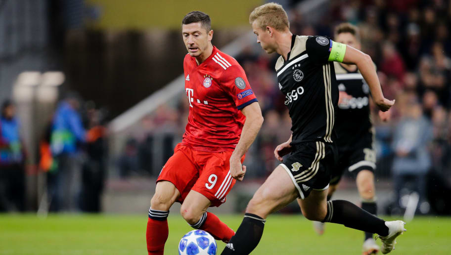 MUNICH, GERMANY - OCTOBER 2: (L-R) Robert Lewandowski of Bayern Munchen, Matthijs de Ligt of Ajax during the UEFA Champions League  match between Bayern Munchen v Ajax at the Allianz Arena on October 2, 2018 in Munich Germany (Photo by Erwin Spek/Soccrates/Getty Images)