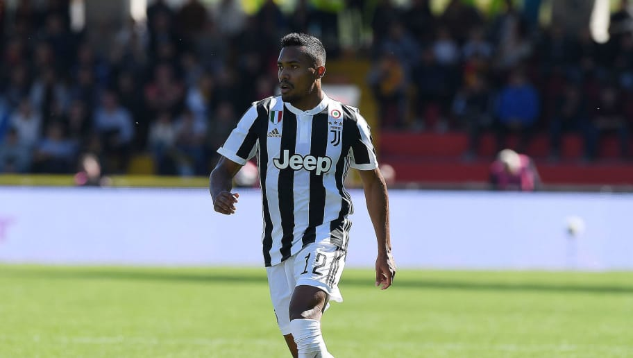 BENEVENTO, ITALY - APRIL 07:  Alex Sandro of Juventus in action during the serie A match between Benevento Calcio and Juventus at Stadio Ciro Vigorito on April 7, 2018 in Benevento, Italy.  (Photo by Francesco Pecoraro/Getty Images)