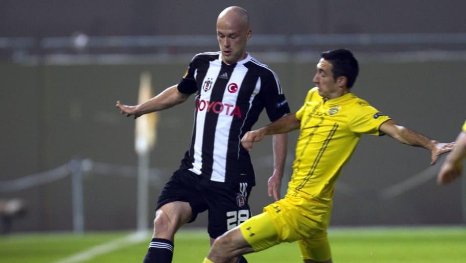 Besiktas' midfielder Fabian Ernst (L) vi