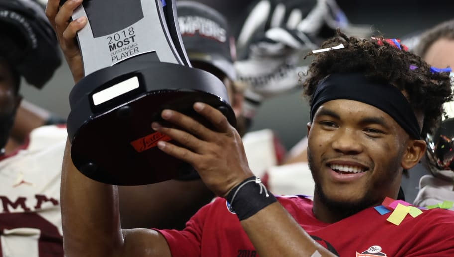 ARLINGTON, TEXAS - DECEMBER 01:  Kyler Murray #1 of the Oklahoma Sooners holds up the Big 12 Championship Most Outstanding Player trophy after a 39-27 win against the Texas Longhorns at AT&T Stadium on December 01, 2018 in Arlington, Texas. (Photo by Ronald Martinez/Getty Images)