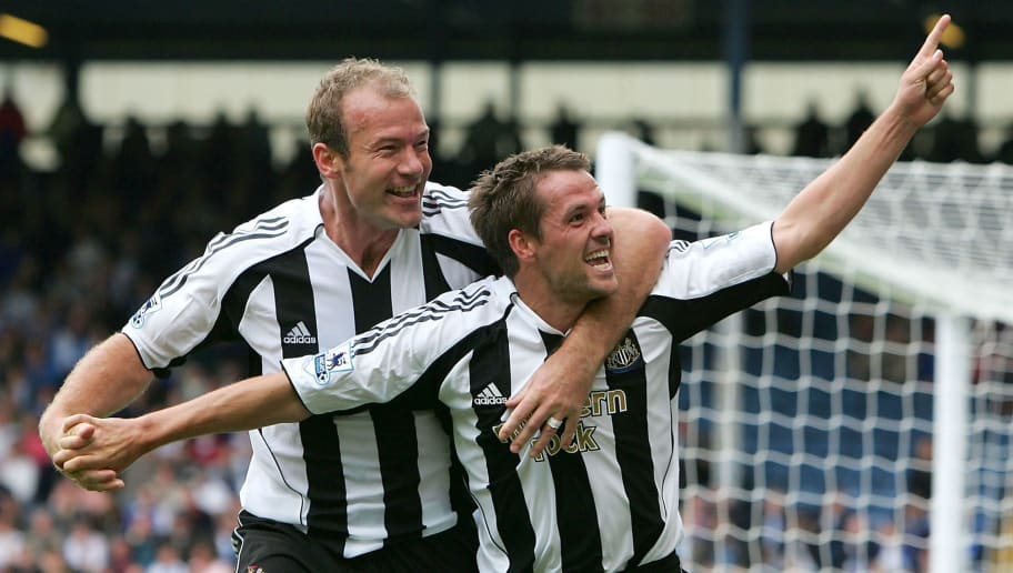 BLACKBURN, ENGLAND - SEPTEMBER 18 : Michael Owen of Newcastle is congratulated by Alan Shearer on scoring the second goal during the Barclays Premiership match between Blackburn Rovers and Newcastle United on September 18,  2005 at Ewood Park in Blackburn, England.  (Photo by Laurence Griffiths/Getty Images)