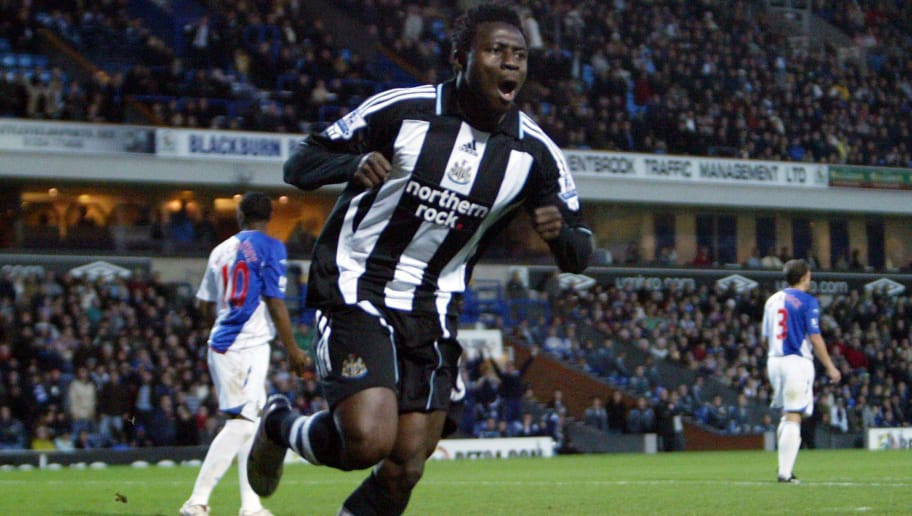 BLACKBURN, UNITED KINGDOM - DECEMBER 1: Obafemi Martins celebrates after scoring during a Barclays Premier League game between Blackburn Rovers and Newcastle United at Ewood Park on November 29, 2007 in Blackburn, England. (Photo by Ian Horrocks Newcastle United via Getty Images).