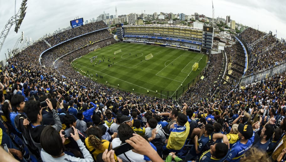 BUENOS AIRES, ARGENTINA - NOVEMBER 22: Fans of Boca Juniors cheer for their team during an open training session ahead of the final match of Copa CONMEBOL Libertadores 2018 at Estadio Alberto J. Armando on November 22, 2018 in Buenos Aires, Argentina. (Photo by Marcelo Endelli/Getty Images)