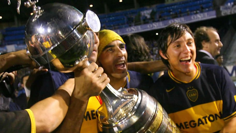 Porto Alegre, BRAZIL: Boca Juniors players hold the Libertadores Cup trophy after defeating Brazil's Gremio , 20 June 2007, in the final match at Olimpico stadiun in Porto Alegre, Brazil.  AFP PHOTO/Jefferson BERNARDES (Photo credit should read JEFFERSON BERNARDES/AFP/Getty Images)