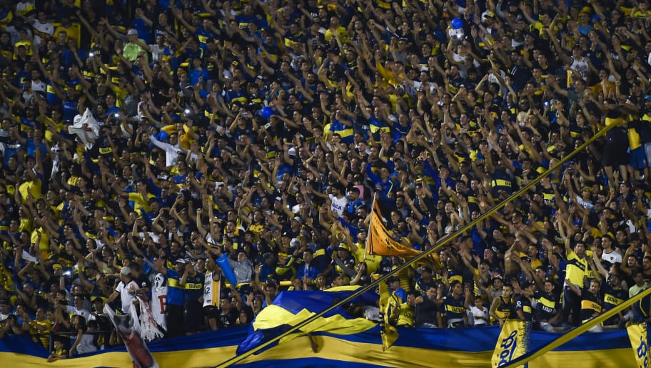 BUENOS AIRES, ARGENTINA - NOVEMBER 03: Fans of Boca Juniors cheer for his team during a match between Boca Juniors and Tigre as part of Superliga 2018/19 at Estadio Alberto J. Armando on November 3, 2018 in Buenos Aires, Argentina. (Photo by Marcelo Endelli/Getty Images)