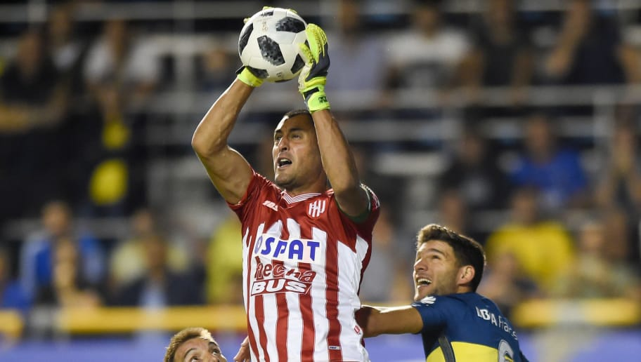 BUENOS AIRES, ARGENTINA - MAY 06: Nereo Fernandez goalkeeper of Union makes a save during a match between Boca Juniors and Union de Santa Fe as part of Superliga 2017/18 at Estadio Alberto J. Armando on May 6, 2018 in Buenos Aires, Argentina. (Photo by Marcelo Endelli/Getty Images)