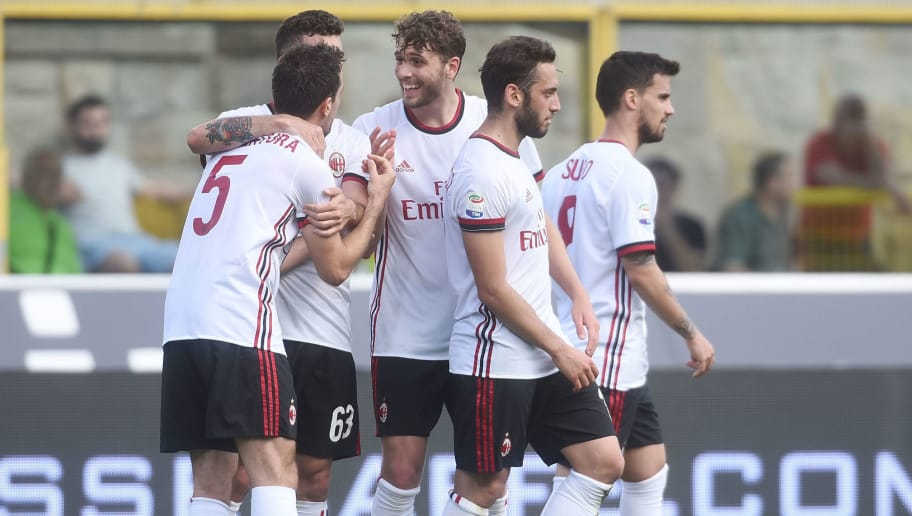 BOLOGNA, ITALY - APRIL 29:  Giacomo Bonaventura of AC Milan celebrates after scoring his team's second goal during the serie A match between Bologna FC and AC Milan at Stadio Renato Dall'Ara on April 29, 2018 in Bologna, Italy.  (Photo by Mario Carlini / Iguana Press/Getty Images)
