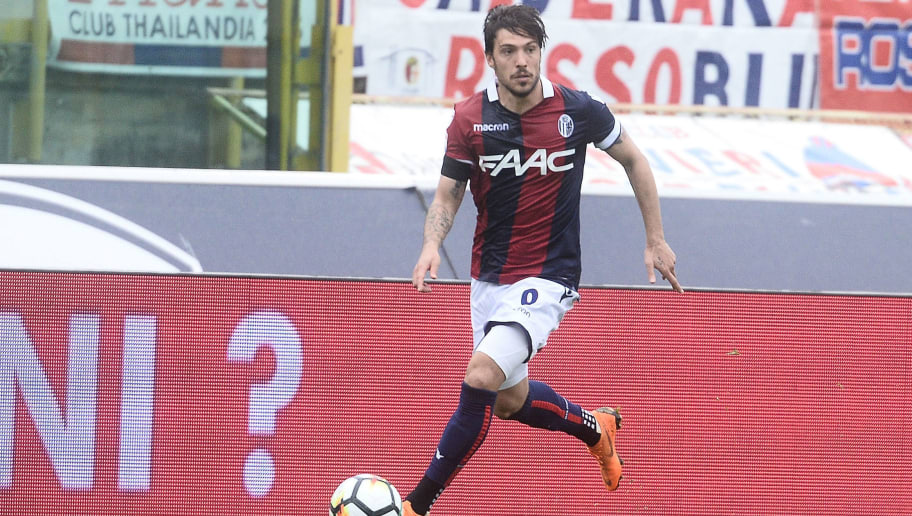 BOLOGNA, ITALY - APRIL 15: Simone Verdi of Bologna FC in action during the serie A match between Bologna FC and Hellas Verona FC at Stadio Renato Dall'Ara on April 15, 2018 in Bologna, Italy.  (Photo by Mario Carlini / Iguana Press/Getty Images)