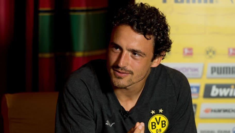 BAD RAGAZ, SWITZERLAND - AUGUST 02:  Thomas Delaney of Borussia Dortmund  gives an interview during the Borussia Dortmund training camp on August 2, 2018 in Bad Ragaz, Switzerland. (Photo by TF-Images/Getty Images)