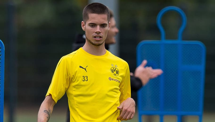 DORTMUND, GERMANY - AUGUST 15: Julian Weigl of Borussia Dortmund controls the ball during the Borussia Dortmund training session on August 15, 2018 in Dortmund, Germany. (Photo by TF-Images/Getty Images)