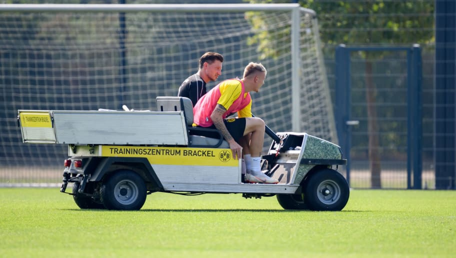 DORTMUND, GERMANY - AUGUST 23: Marius Wolf of Dortmund leaves the field injured during the Borussia Dortmund training session on August 23, 2018 in Dortmund, Germany. (Photo by TF-Images/Getty Images)