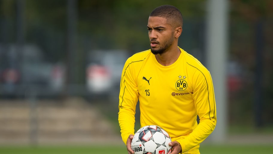 DORTMUND, GERMANY - SEPTEMBER 10: Jeremy Toljan of Borussia Dortmund controls the ball during the Borussia Dortmund training session on September 10, 2018 in Dortmund, Germany. (Photo by TF-Images/Getty Images)