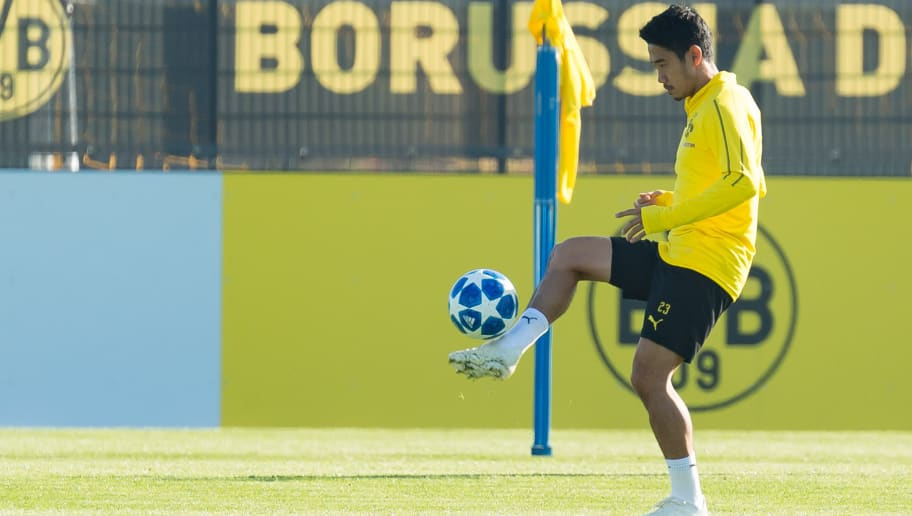 DORTMUND, GERMANY - OCTOBER 21: Shinji Kagawa of Borussia Dortmund controls the ball during a training session at BVB training center on October 21, 2018 in Dortmund, Germany. (Photo by TF-Images/Getty Images)