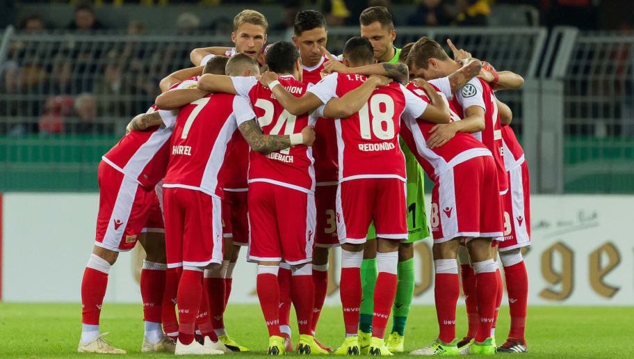 DORTMUND, GERMANY - OCTOBER 31: Team circle of Union Berlin prior the DFB Cup match between Borussia Dortmund and 1. FC Union Berlin at Signal Iduna Park on October 31, 2018 in Dortmund, Germany. (Photo by TF-Images/Getty Images)