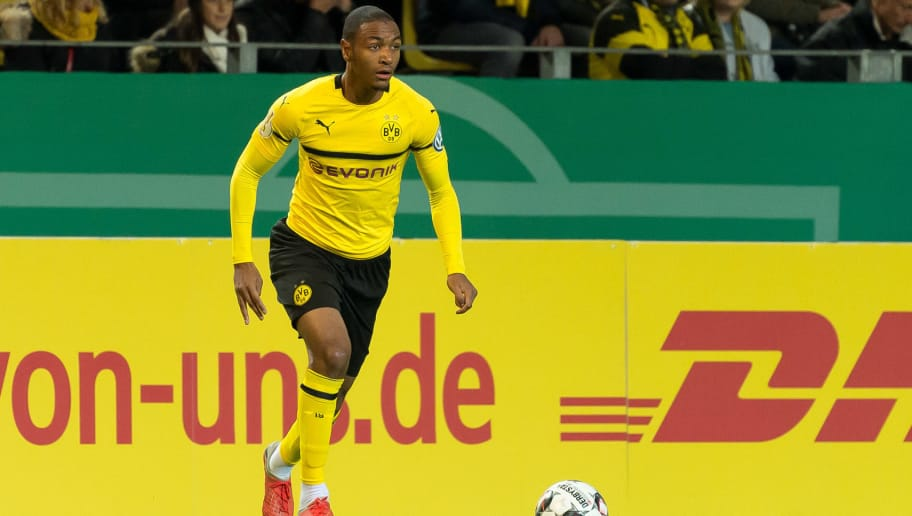 DORTMUND, GERMANY - OCTOBER 31: Abdou Diallo of Borussia Dortmund controls the ball during the DFB Cup match between Borussia Dortmund and 1. FC Union Berlin at Signal Iduna Park on October 31, 2018 in Dortmund, Germany. (Photo by TF-Images/Getty Images)