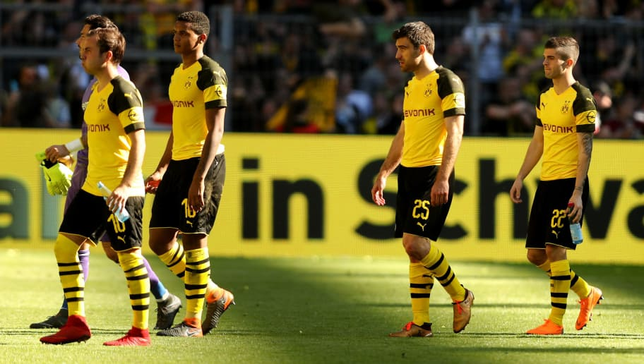 DORTMUND, GERMANY - MAY 05: The team of Dortmund looks dejected after losing 1-2 the Bundesliga match between Borussia Dortmund and 1. FSV Mainz 05 at Signal Iduna Park on May 5, 2018 in Dortmund, Germany. (Photo by Christof Koepsel/Bongarts/Getty Images)