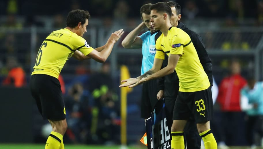 DORTMUND, GERMANY - OCTOBER 03:  Thomas Delaney of Borussia Dortmund is replaced by substitute Julian Weigl of Borussia Dortmund during the Group A match of the UEFA Champions League between Borussia Dortmund and AS Monaco at Signal Iduna Park on October 3, 2018 in Dortmund, Germany.  (Photo by Maja Hitij/Bongarts/Getty Images,)