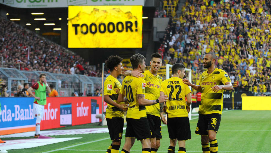 DORTMUND, GERMANY - APRIL 21: Maximilian Philipp of Dortmund celebrates after scoring his team`s third goal with team mates during the Bundesliga match between Borussia Dortmund and Bayer 04 Leverkusen at Signal Iduna Park on April 21, 2018 in Dortmund, Germany. (Photo by TF-Images/Getty Images)