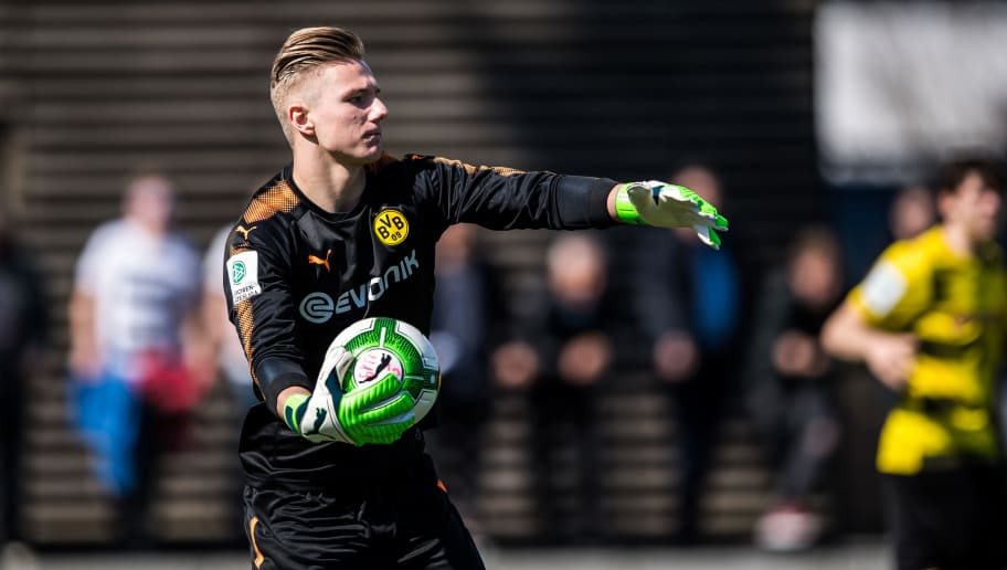 DORTMUND, GERMANY - APRIL 07: Goalkeeper Luca Unbehaun of Dortmund in action during the A Juniors Bundesliga match between Borussia Dortmund and Bayer Leverkusen on April 7, 2018 in Dortmund, Germany. (Photo by Lukas Schulze/Bongarts/Getty Images)