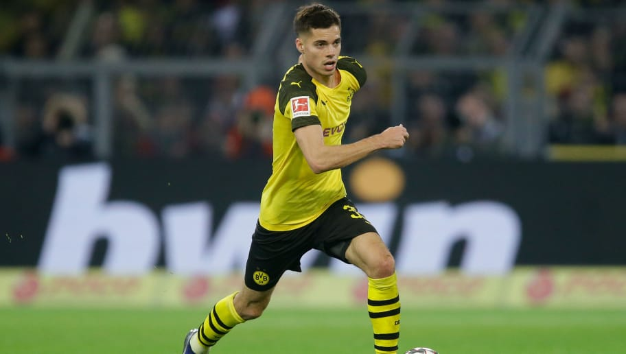 DORTMUND, GERMANY - NOVEMBER 10: Julian Weigl of Borussia Dortmund  during the German Bundesliga  match between Borussia Dortmund v Bayern Munchen at the Signal Iduna Park on November 10, 2018 in Dortmund Germany (Photo by Peter Lous/Soccrates/Getty Images)