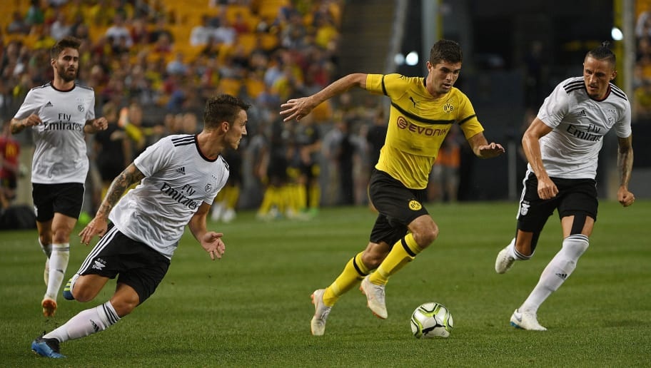 PITTSBURGH, PA - JULY 25: Christian Pulisic #22 of Borussia Dortmund controls the ball as he runs past Alex Grimaldo #3 and Ljubomir Fejsa #5 of Benfica in the first half during the 2018 International Champions Cup match at Heinz Field on July 25, 2018 in Pittsburgh, Pennsylvania. (Photo by Justin Berl/Getty Images)
