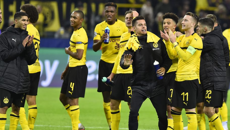 DORTMUND, GERMANY - OCTOBER 24: Players of Borussia Dortmund celebrate after winning the UEFA Champions League Group A match between Borussia Dortmund and Club Atletico de Madrid at Signal Iduna Park on October 24, 2018 in Dortmund, Germany. (Photo by TF-Images/Getty Images)
