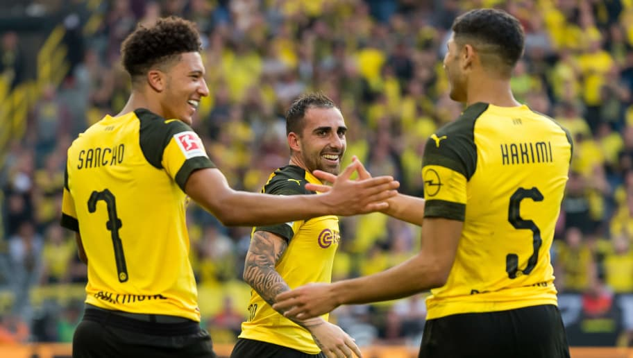 DORTMUND, GERMANY - OCTOBER 06: Paco Alcacer of Borussia Dortmund celebrates after scoring his team`s fourth goal with team mates during the Bundesliga match between Borussia Dortmund and FC Augsburg at Signal Iduna Park on October 6, 2018 in Dortmund, Germany. (Photo by TF-Images/Getty Images)