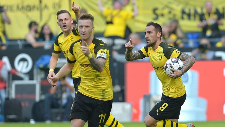 DORTMUND, GERMANY - OCTOBER 06: Paco Alcacer of Borussia Dortmund celebrates after scoring his team`s first goal with Jacob Bruun Larsen of Borussia Dortmund and Marco Reus of Borussia Dortmund during the Bundesliga match between Borussia Dortmund and FC Augsburg at Signal Iduna Park on October 6, 2018 in Dortmund, Germany. (Photo by TF-Images/Getty Images)