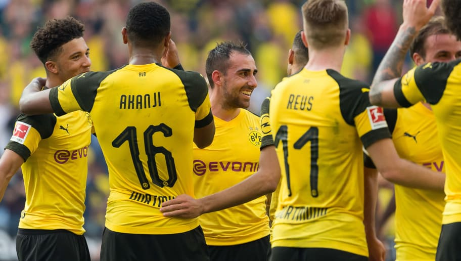 DORTMUND, GERMANY - OCTOBER 06: Paco Alcacer of Borussia Dortmund celebrates after winning the Bundesliga match between Borussia Dortmund and FC Augsburg at Signal Iduna Park on October 6, 2018 in Dortmund, Germany. (Photo by TF-Images/Getty Images)