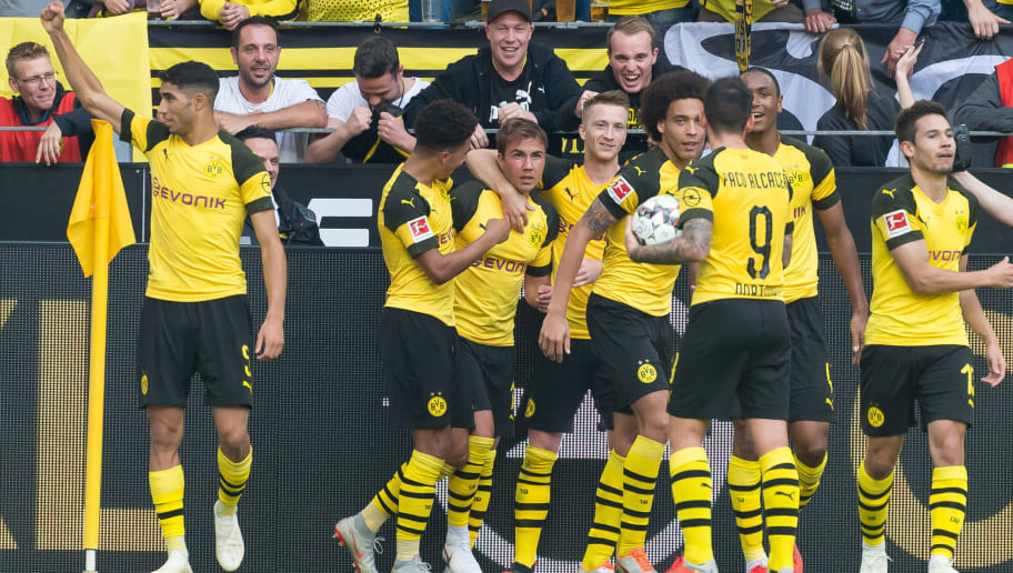 DORTMUND, GERMANY - OCTOBER 06: Mario Goetze of Borussia Dortmund celebrates after scoring his team`s third goal with team mates during the Bundesliga match between Borussia Dortmund and FC Augsburg at Signal Iduna Park on October 6, 2018 in Dortmund, Germany. (Photo by TF-Images/Getty Images)