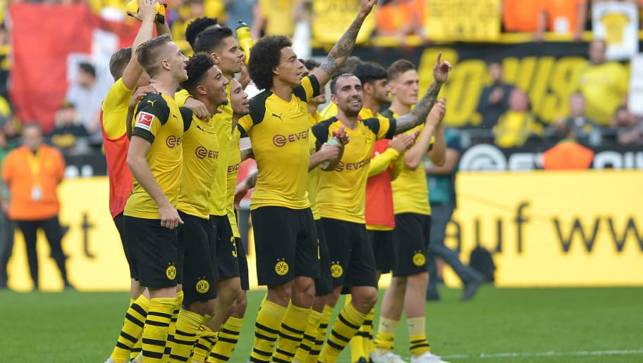 DORTMUND, GERMANY - OCTOBER 06: Players of Dortmund celebrate after winning the Bundesliga match between Borussia Dortmund and FC Augsburg at Signal Iduna Park on October 6, 2018 in Dortmund, Germany. (Photo by TF-Images/Getty Images)