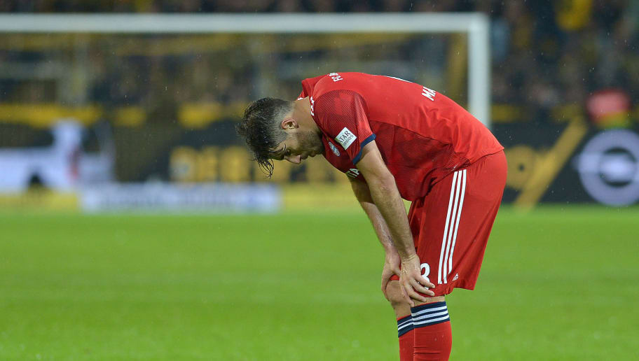 DORTMUND, GERMANY - NOVEMBER 10: Javi Martinez of Bayern Muenchen looks dejected during the Bundesliga match between Borussia Dortmund and FC Bayern Muenchen at Signal Iduna Park on November 10, 2018 in Dortmund, Germany. (Photo by TF-Images/Getty Images)