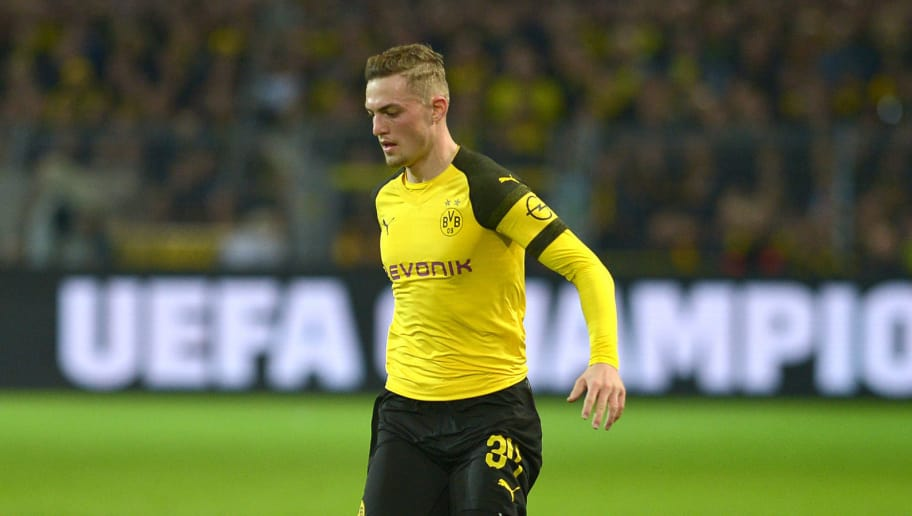 DORTMUND, GERMANY - NOVEMBER 10: Jacob Bruun Larsen of Borussia Dortmund controls the ball during the Bundesliga match between Borussia Dortmund and FC Bayern Muenchen at Signal Iduna Park on November 10, 2018 in Dortmund, Germany. (Photo by TF-Images/Getty Images)