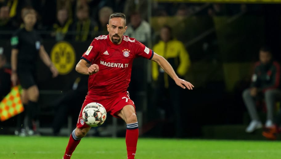 DORTMUND, GERMANY - NOVEMBER 10: Franck Ribery of Bayern Muenchen controls the ball during the Bundesliga match between Borussia Dortmund and FC Bayern Muenchen at Signal Iduna Park on November 10, 2018 in Dortmund, Germany. (Photo by TF-Images/Getty Images)