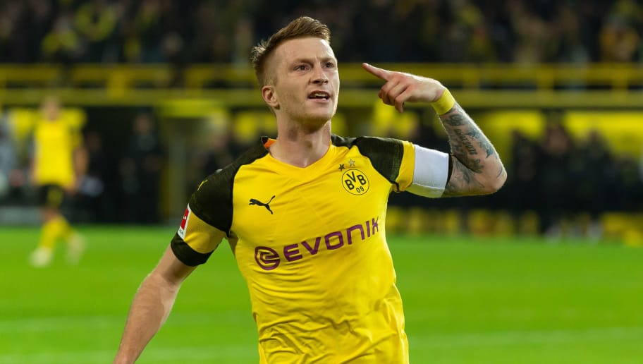 DORTMUND, GERMANY - NOVEMBER 10: Marco Reus of Borussia Dortmund celebrates after scoring his team`s second goal during the Bundesliga match between Borussia Dortmund and FC Bayern Muenchen at Signal Iduna Park on November 10, 2018 in Dortmund, Germany.(Photo by TF-Images/Getty Images)