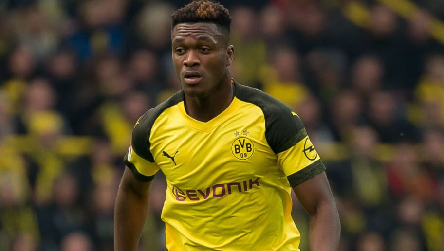 DORTMUND, GERMANY - OCTOBER 27: Dan-Axel Zagadou of Borussia Dortmund controls the ball during the Bundesliga match between Borussia Dortmund and Hertha BSC at Signal Iduna Park on October 27, 2018 in Dortmund, Germany. (Photo by TF-Images/Getty Images)