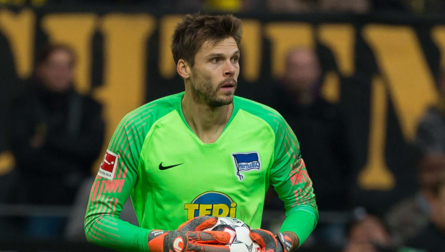 DORTMUND, GERMANY - OCTOBER 27: Goalkeeper Rune Jarstein of Hertha BSC controls the ball during the Bundesliga match between Borussia Dortmund and Hertha BSC at Signal Iduna Park on October 27, 2018 in Dortmund, Germany. (Photo by TF-Images/Getty Images)