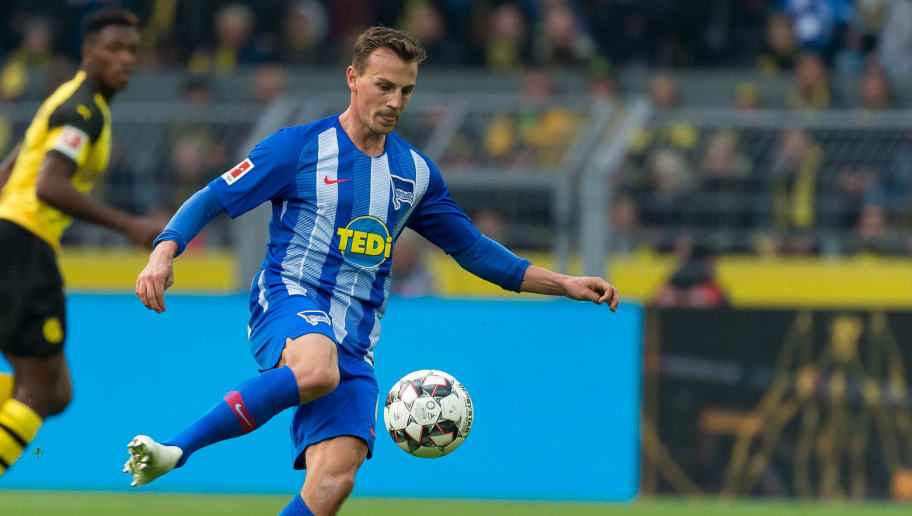 DORTMUND, GERMANY - OCTOBER 27: Vladimir Darida of Hertha BSC controls the ball during the Bundesliga match between Borussia Dortmund and Hertha BSC at Signal Iduna Park on October 27, 2018 in Dortmund, Germany. (Photo by TF-Images/Getty Images)