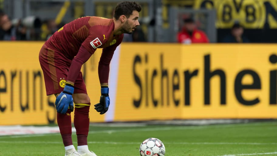 DORTMUND, GERMANY - OCTOBER 27: Goalkeeper Roman Buerki of Borussia Dortmund controls the ball during the Bundesliga match between Borussia Dortmund and Hertha BSC at Signal Iduna Park on October 27, 2018 in Dortmund, Germany. (Photo by TF-Images/Getty Images)