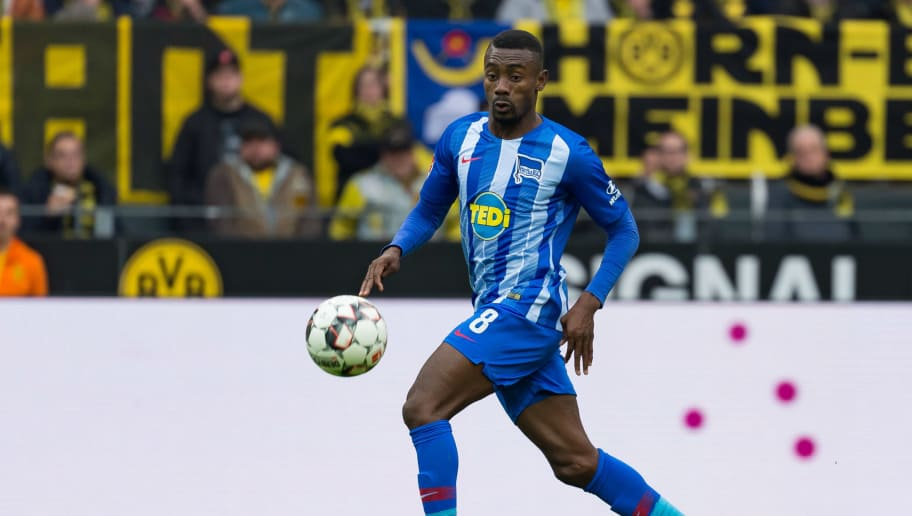 DORTMUND, GERMANY - OCTOBER 27: Salomon Kalou of Hertha BSC controls the ball during the Bundesliga match between Borussia Dortmund and Hertha BSC at Signal Iduna Park on October 27, 2018 in Dortmund, Germany. (Photo by TF-Images/Getty Images)