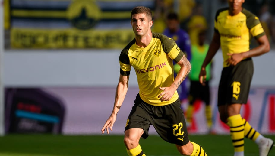 ESSEN, GERMANY - AUGUST 12: Christian Pulisic of Borussia Dortmund controls the ball during the friendly match between Borussia Dortmund and Lazio Rom on August 12, 2018 in Essen, Germany. (Photo by TF-Images/Getty Images)