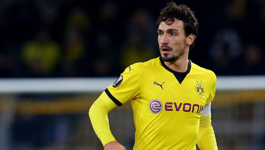 DORTMUND, GERMANY - DECEMBER 10:  Mats Hummels of Dortmund runs with the ball during the UEFA Europa League group C match between Borussia Dortmund and PAOK FC at Signal Iduna Park on December 10, 2015 in Dortmund, Germany.  (Photo by Christof Koepsel/Bongarts/Getty Images)